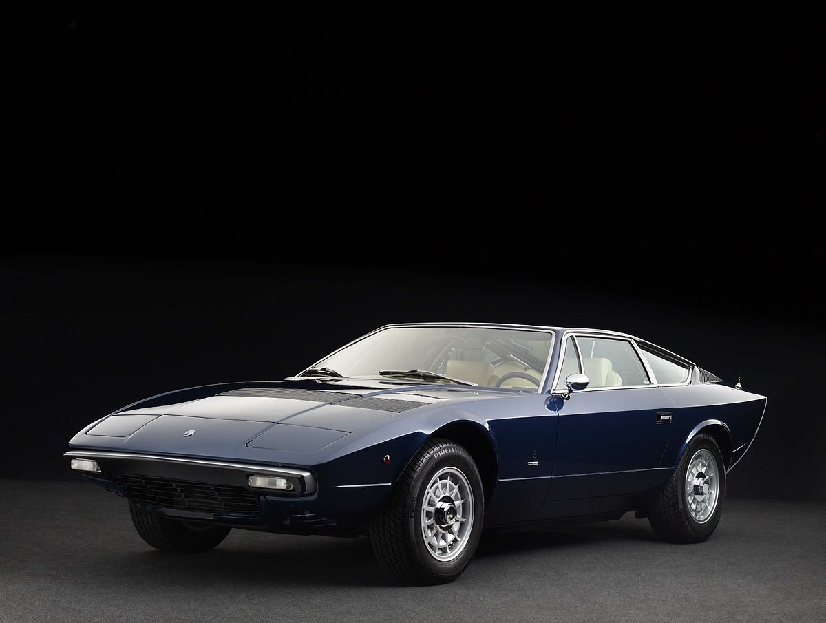 1200px-Maserati_Khamsin_1975_front.jpg