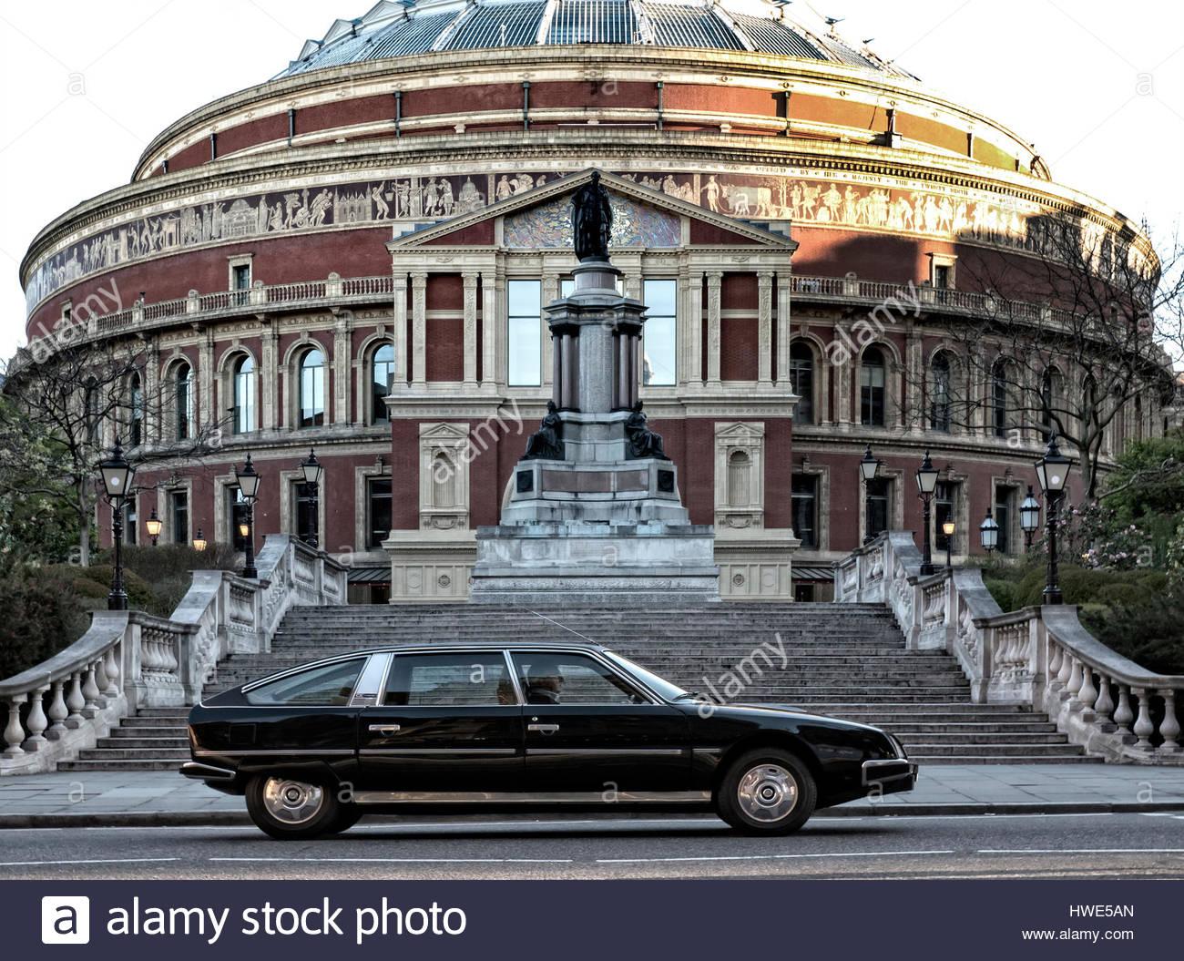 1976-citroen-cx-prestige-at-the-royal-albert-hall-london-uk-HWE5AN.jpg