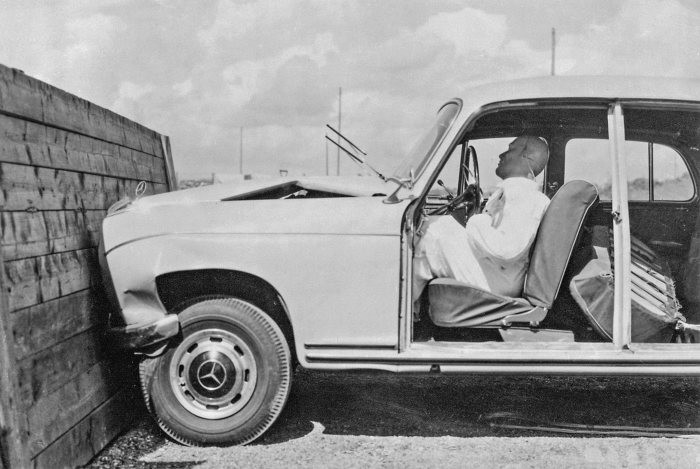 D415108-Ongoing-innovation-in-the-interests-of-safety-50-years-ago-all-Mercedes-Benz-passenger...jpg