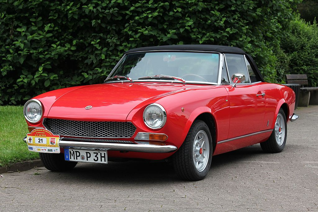 Fiat_124_Spider,_1,4_l,_Bj._1970_(2016-07-02_Sp).JPG