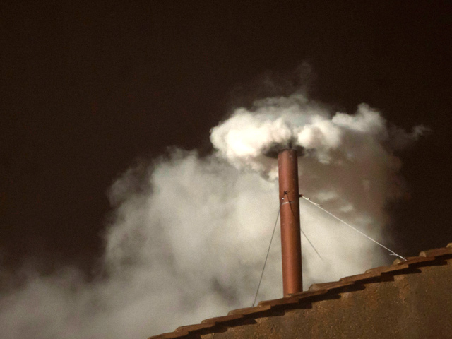 White-Smoke-heralds-the-election-of-Pope-Francis-13-March-2013.jpg